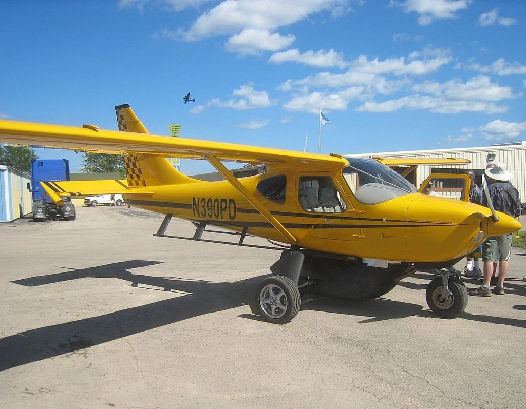 This GS-2 Glasair is a pretty yellow color.