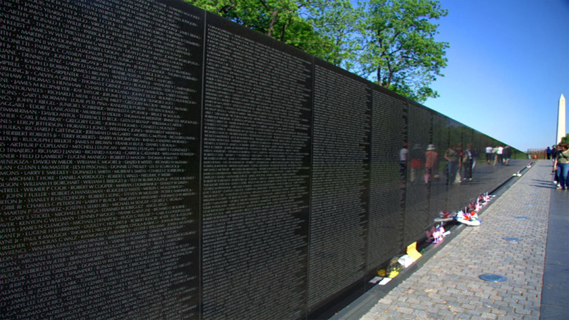This 21 Year Old College Student Designed The Vietnam Veterans Memorial